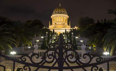 Бахайский Храм ночная подсветка