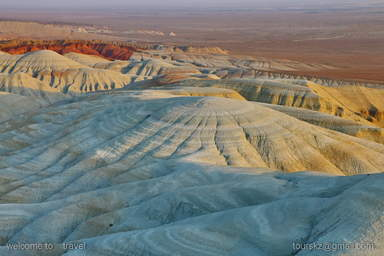 Невообразимое разнообразие фактур и форм пустынных гор Актау