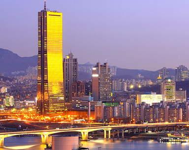 Здание 63 этажа на набережной реки Ханган