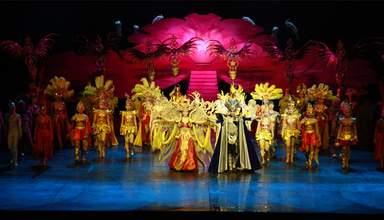 """шоу """"золотой маски"""" с шикарными декорациями"""