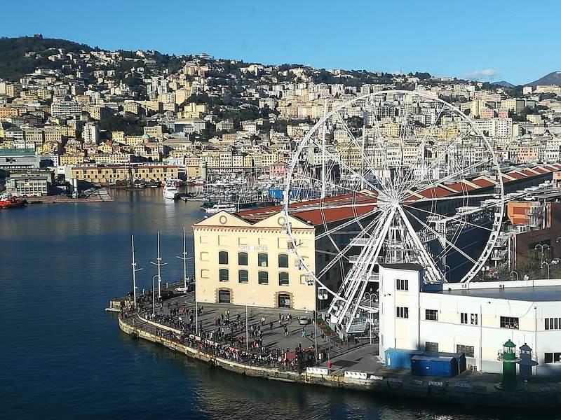 Порт Генуи. Вид с круизного корабля.