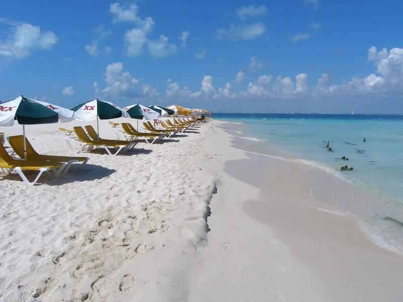 Пляж и  карибское море