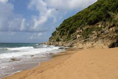 Один из пляжей побережья Челентано