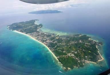 Полет на вертолете у острова Боракай, Филиппины