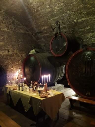 Винные подвалы замка Мельник