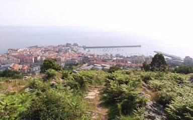 Кантабрия. Вид с обзорной площадки на старинный рыбацкий город.
