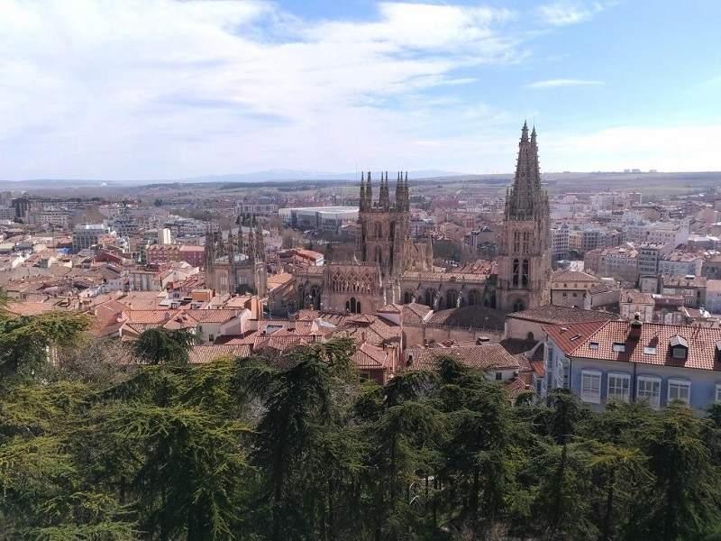 Бургос. Вид с обзорной площадки на город и кафедральный собор.