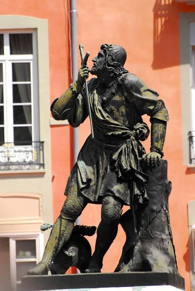 Памятник Баярду на площади Сент-Андре