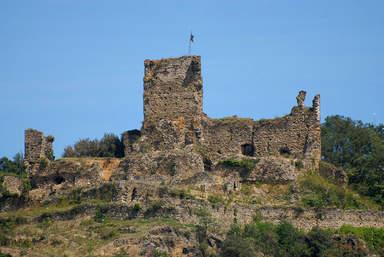 Руины замка Бати