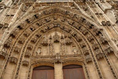 Центральный портал кафедрального собора Св.Маврикия