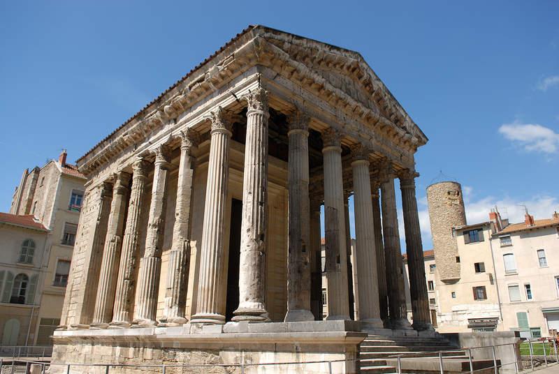Храм Августа и Ливии
