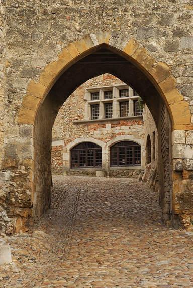 Верхние ворота с видом на дом Вернеи