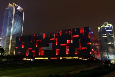 Провинциальный музей Гуандуна (ночью)