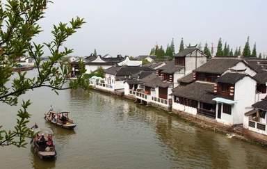 Экскурсию 'Экскурсия по китайской древней  деревни на воде' проводит Устя У