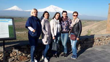 По дороге в Татев с моими туристами из России