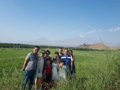 Мои туристы из Китая на фоне Хор Вирапа