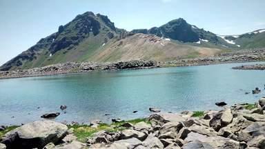 озеро на вершине горы Ухтасар