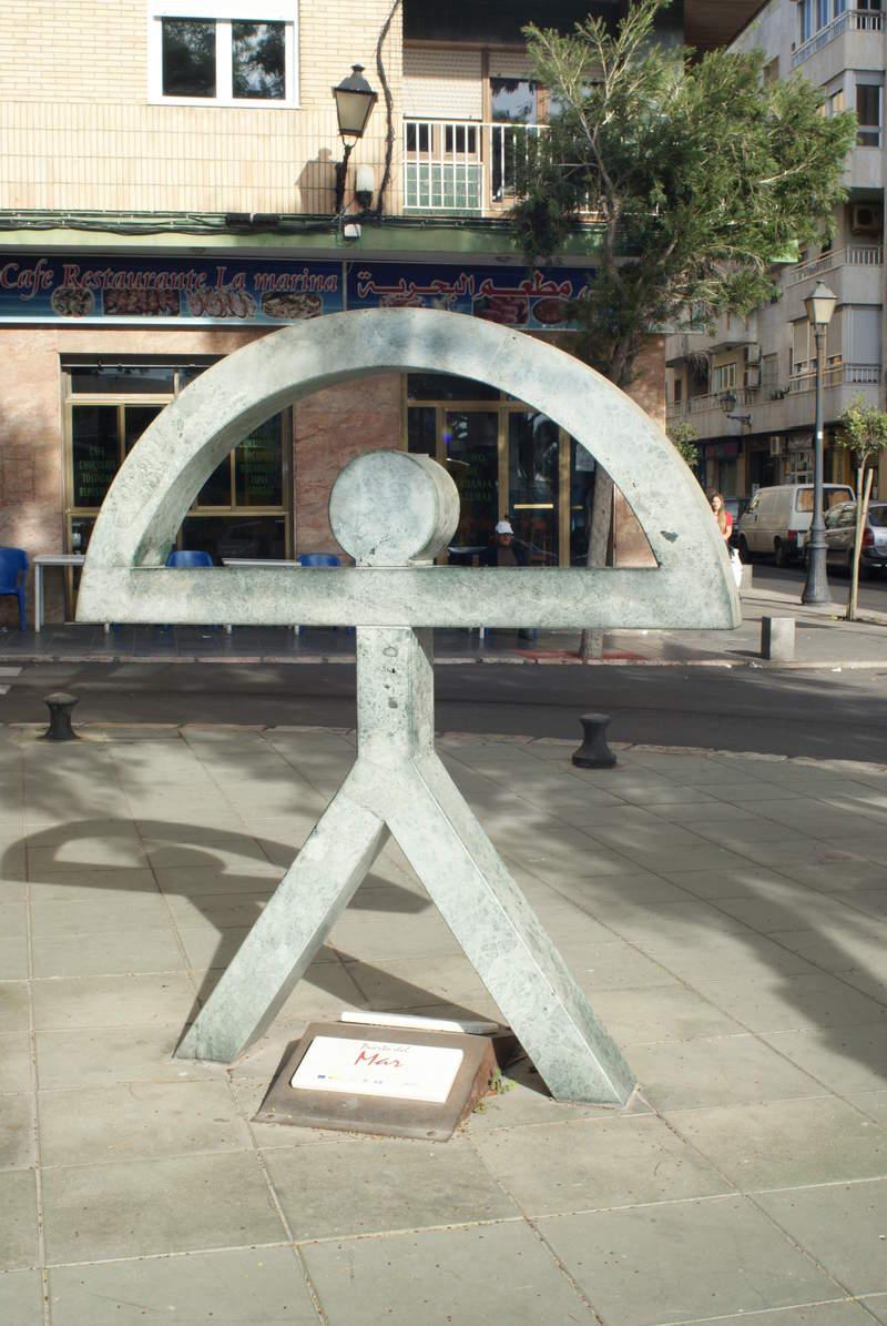 """Символ города - рисунок первобытных людей """"индало""""."""