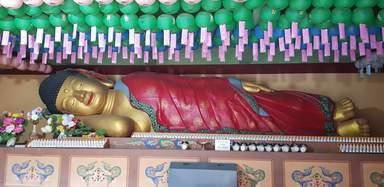 Лежачий Будда которого привезли с Индии