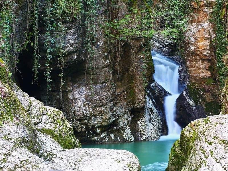 Первый Агурский водопад