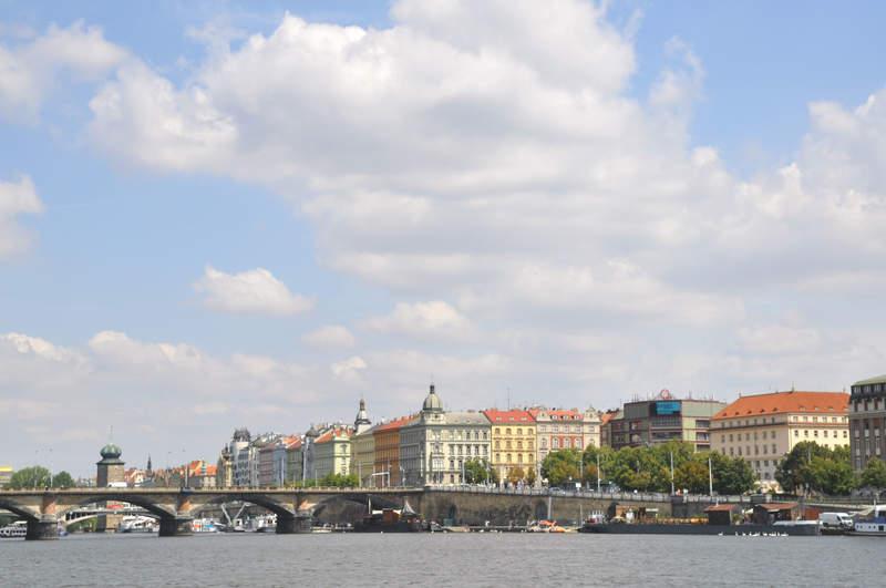 Взгляд на Прагу с левого берега.