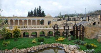 Джума мечеть, двор с садом