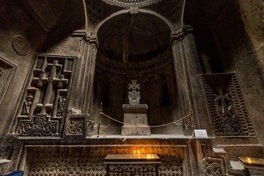 Алтарь храма в Гегарде