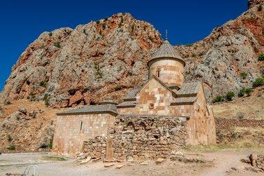 Церковь Сурб Карапет, Монастырь Нораванк