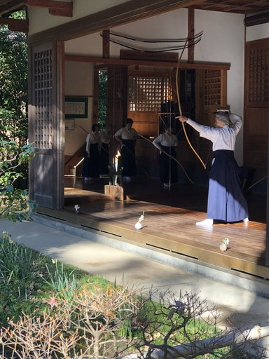 Занятия по стрельбе из лука в храме Энгакудзи