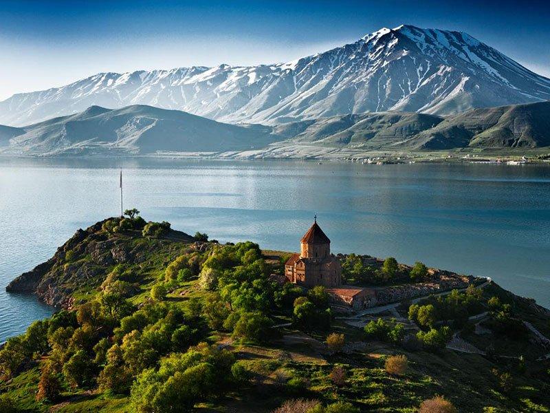 Жемчужина природы - озеро Севан