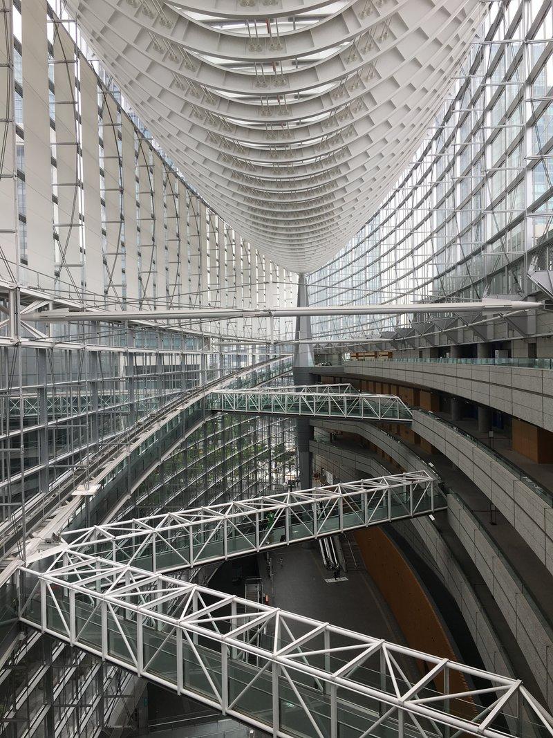 Внутри здания близ центральной станции Токио