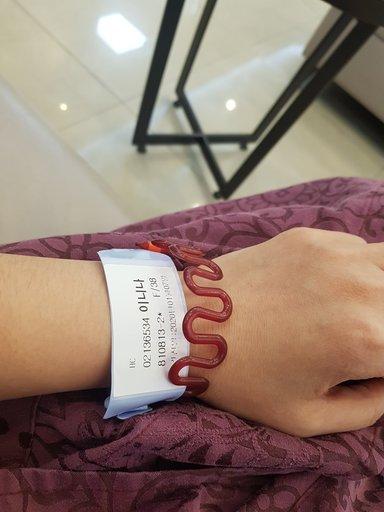 На диагностике выдают браслеты с инициалами