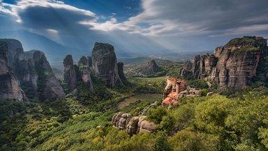 Великолепные виды скал и монастырей