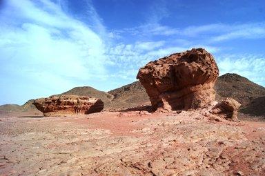 Камень-гриб-в-Национальном-парке-Тимна-Израиль.