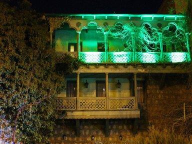 Дом с балкончиками