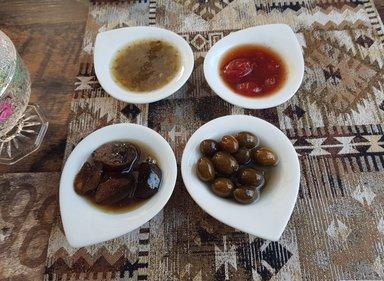 Чаепитием с оливковым, помидорным и баклажановым вареньями