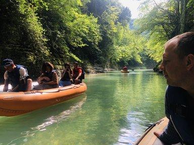 На лодке по каньону