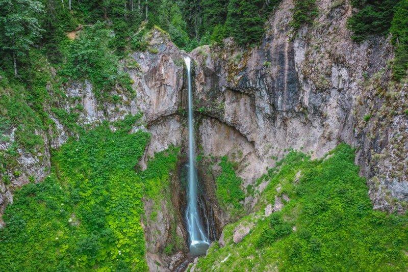 Водопад в Баки- Бако
