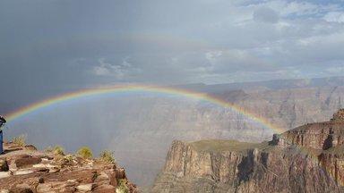 Радуга на Западном Отроге Большого Каньона, Аризона.