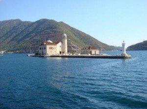 Остров Богородица на Рифе