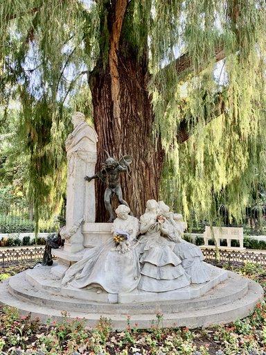 Памятник Адольду Бейкеру