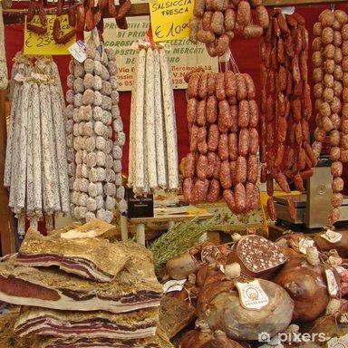 Витрина с продуктами из иберийской свиньи