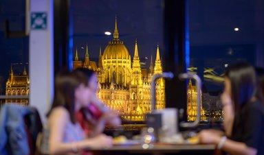 Теплоходная прогулка с ужином и живой музыкой в Будапеште