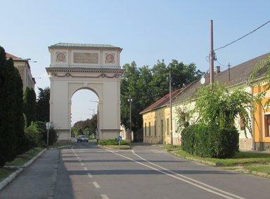 Триумфальная арка в Вац
