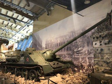 Советский танк SU-100