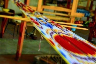 Ткачество шёлковой ткани «Икат»