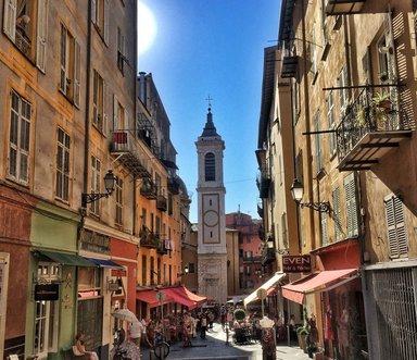 Улочки старого города и церковь Святой Репараты