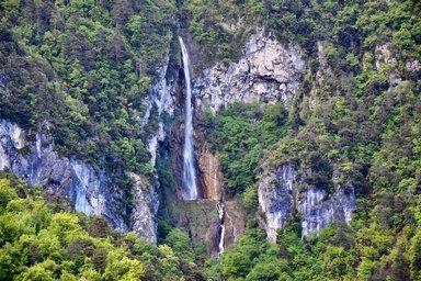 Дорога водопадов