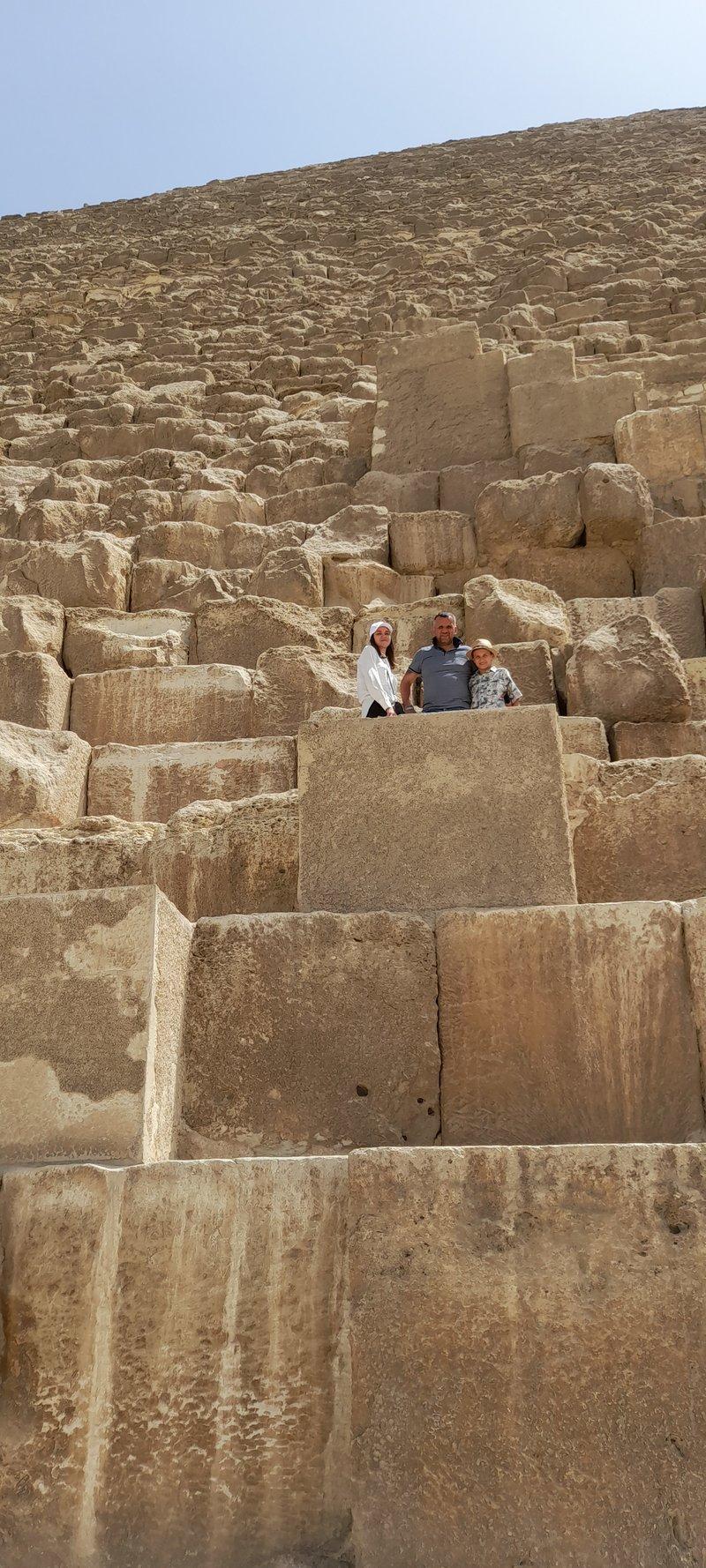 Пирамида Хеопса которая является одним из семи чудес света.