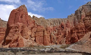 Red cliff in Dhakmar mustang